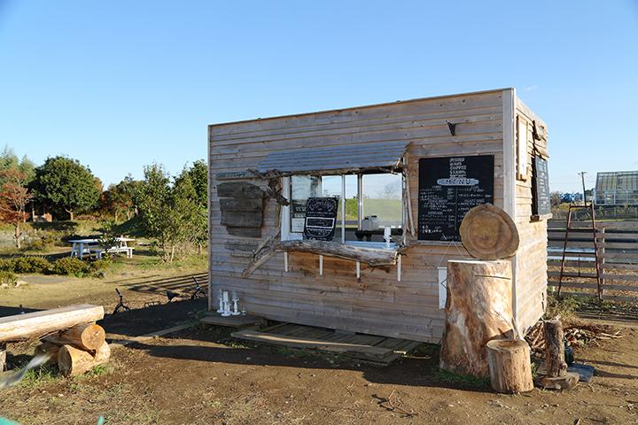 コーヒースタンドはネット回線がないためモバイルルーターを使用。レジ締め作業は、屋内施設へ移動してから行っている