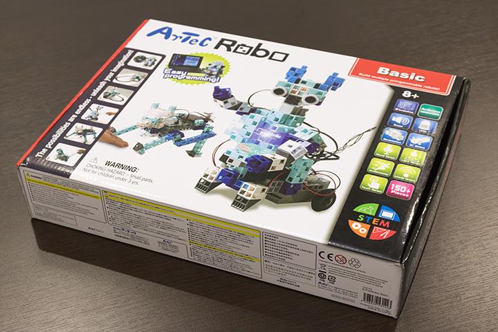 「アーテックロボ ベーシック」のパッケージ。パッケージ写真のようなロボットができる部品が含まれているが、これが最終ゴールではなく、含まれる部品とプログラミングによってさまざまな発想をすることが大切