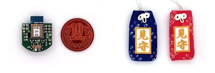 左がbeacon。大きさは10円玉ほど。右がそのbeaconが入ったお守り。このお守りが発信するBluetoothをスマートフォンなどで受信する