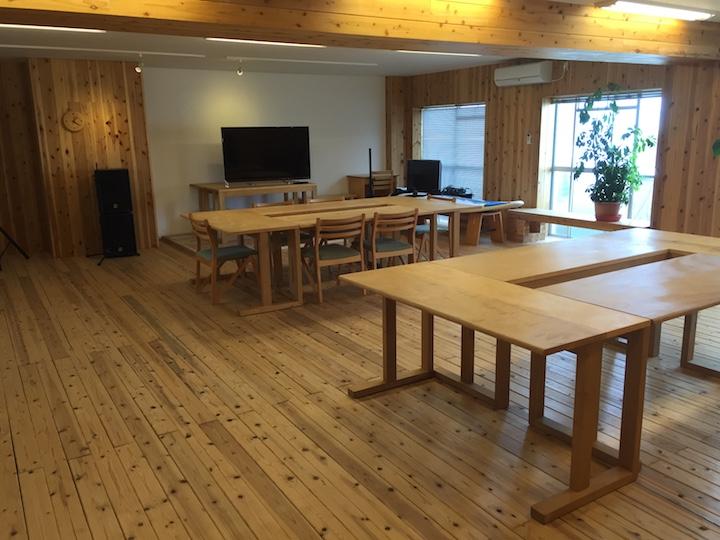 徳島スマートオフィスの内観。木の質感がおしゃれ