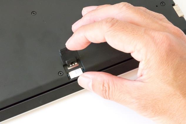 最近は、LTEを搭載したモバイルパソコンが注目されている。SIMカードを挿せばどこでもネット接続が可能となり、仕事の場所を選ばない